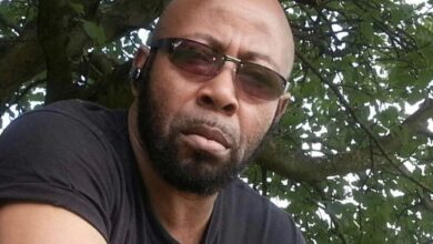 Photo of Ex Rangers boss thumbs up Charles 'Hurricane' Okonkwo