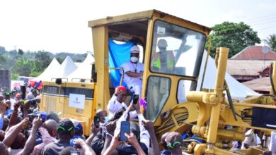 Photo of Uzodimma flags-off construction of two Imo roads
